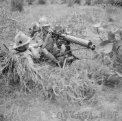 1334892990_604px-Vickers_machine-gun_of_the_1st_Manchester_Regiment